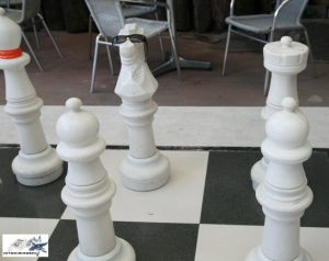 giant-chess-pieces-and-board-at-pan-de-amerikana-marikina-photo-by-hitokirihoshi