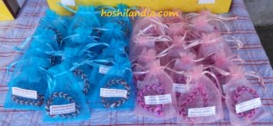 Loom band bracelets as souvenir item