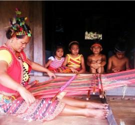 Cecilia Aweng Weaving in Awichon Lubuagan