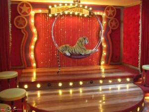 Victoria  court  cirque