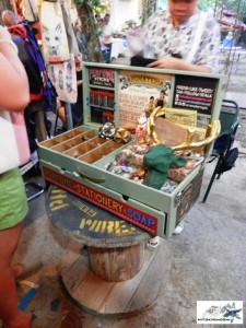 eh yung gusto ko ganito school bag ko (Aromateria @Alabama Art Fair)